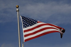 USA KENNZEICHNEN AM VOLLEN MAST Lizenzfreie Stockbilder