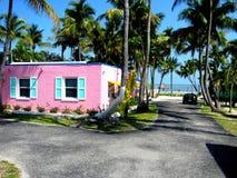 USA, Key West, rosa Haus auf Strand lizenzfreie stockfotografie