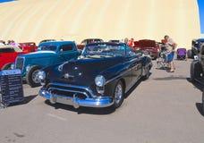 USA: Klassisk bil- Oldsmobile 88 cabriolet 1950 Royaltyfri Foto