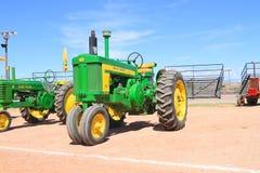 USA: Klassisk traktor: John Deere modell 720 (1956-58) Royaltyfri Bild