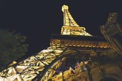 USA LAS VEGAS - SEPTEMBER 25 2016: Eiffeltornkopia i Las Vegas Brett vinkelfoto av en Eiffeltornkopia i Paris Las Vegas Royaltyfri Foto