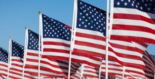 USA-Markierungsfahnenbildschirmanzeige, die Nationalfeiertag gedenkt Stockfotografie