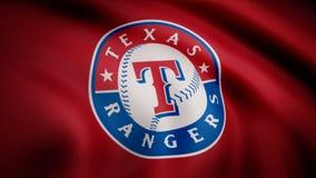 USA - NEW YORK, 12 Augusti 2018: Vinkande flagga med Texas Rangers yrkesmässig laglogo Närbild av den vinkande flaggan med arkivfoton