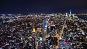 USA New York City, horisont för Manhattan flyg- panoramacityscape Timelapse Långt framåt av statyn av frihet kan vara stock video