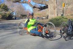 USA, New York - Hand Cycler an NYC-Marathon Lizenzfreie Stockfotos
