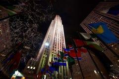 13 03 2011 USA, New York:: Nattsikt underifrån på Rockefeller Arkivbild
