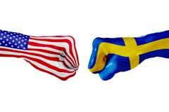 USA och Sverige flagga Begreppskamp, affärskonkurrens, konflikt eller sportsliga händelser Fotografering för Bildbyråer