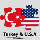 USA och Turkiet flaggor i pussel Arkivfoto