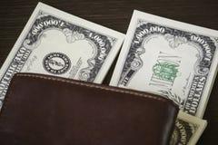 USA rachunek i brown rzemienny portfel Fotografia Royalty Free