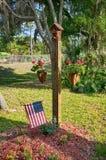 USA-rote, weiße und blaue Farbe, die im Hinterhof hängt Lizenzfreie Stockfotografie