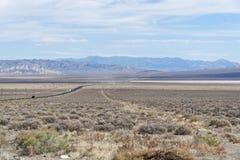 USA-rutt 50 Nevada - den mest ensamma vägen i Amerika Royaltyfri Fotografi