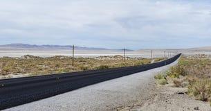 USA-rutt 50 Nevada - den mest ensamma vägen i Amerika Arkivfoto