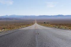 USA-rutt 50 Nevada - den mest ensamma vägen i Amerika Fotografering för Bildbyråer