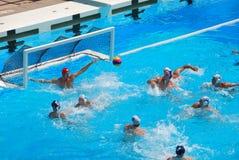 USA - SERBIEN-freundliches Wasser-Polo-Spiel Stockfotos