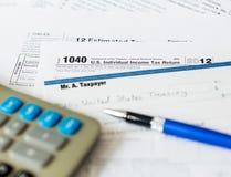 USA-skattdatalista 1040 för året 2012 med kontrollen Fotografering för Bildbyråer