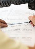 USA-skattdatalista 1040 för året 2012 med kontrollen Arkivbilder