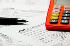 USA-skattform 1040 på tabellen Arkivbild