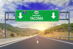 USA-stadsTacoma vägmärke på huvudvägen royaltyfri bild