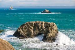 USA Stillahavskusten, båge vaggar, den Oregon staten Royaltyfria Bilder