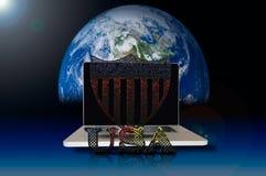 USA-Symbol auf Laptop- und Galaxiehintergrund Lizenzfreies Stockfoto