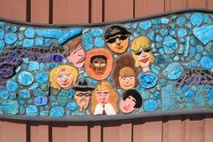 USA Tempe/Arizona: Barns keramiska konst (detalj): Framsidor av mångkulturella Amerika Fotografering för Bildbyråer