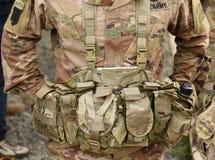 USA tjäna som soldat utrustning armé oss Militär likformig för USA USA-soldater royaltyfria bilder
