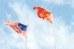USA und China-Supermacht-Flagge Lizenzfreies Stockfoto