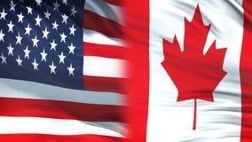 USA und Kanada-Beamte, die vertraulichen Umschlag, Flaggenhintergrund austauschen stock video