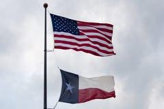 USA und Staat Texas-Flagge Stockfotografie