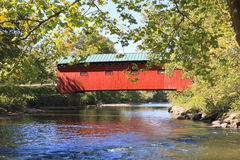 USA, Vermont: Battenkill River with Covered Bridge royalty free stock photography
