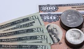 USA-Währungsbargeldmünzen und Anleihen Stockfotos