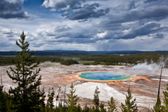 USA - Yellowstone NP - storslagen prismatisk pöl arkivbild
