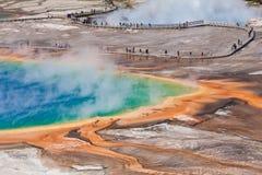 USA - Yellowstone NP - storslagen prismatisk pöl Royaltyfri Bild