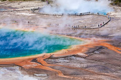 USA - Yellowstone NP - storslagen prismatisk pöl Arkivfoto