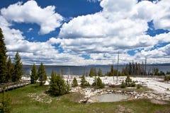 USA - Yellowstone NP - storslagen prismatisk pöl Arkivbilder