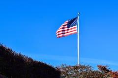 USA Zaznacza falowanie na Wysokiej Jako?ci Jasnej naturze i niebieskim niebie zdjęcia stock
