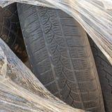 Usados neumáticos de los vehículos pesados envueltos de plástico imágenes de archivo libres de regalías