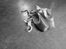 Usados zapatos de Pointe imagenes de archivo