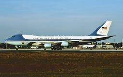 USAF Air Force One B-747 92-9000 на Andrews AFB стоковые изображения