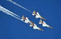 USAF Thunderbirds που πετά στο σχηματισμό Στοκ Φωτογραφία