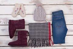 Usage d'hiver pour des adolescentes Photographie stock