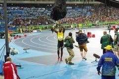 Usain Bolt celebra la conquista dei 200m a Rio2016 Immagini Stock