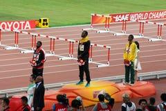 Usain Bolt encima del podio para ganar 200 metros de título mundial en los campeonatos Pekín 2015 del mundo de IAAF Fotos de archivo