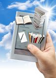 usando del libro elettronico 3d fotografia stock libera da diritti