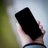 Usando el teléfono celular Fotos de archivo libres de regalías