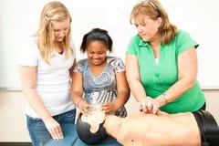 Usando máscara de oxígeno con el CPR Foto de archivo