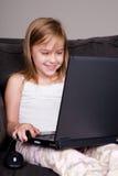 Usando o portátil Imagens de Stock Royalty Free