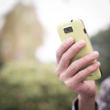Usando o telefone celular Foto de Stock