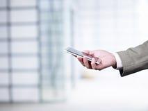 Usando o telefone celular fotos de stock royalty free