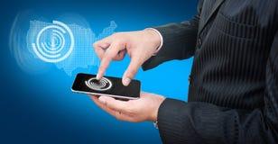Usando o telefone celular com fundo azul Fotografia de Stock Royalty Free